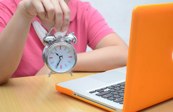 обучение, ноутбук, будильник, часы, женщина