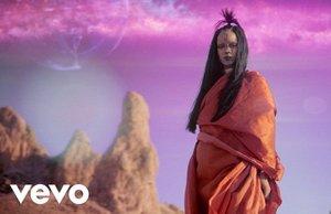 Rihanna – Sledgehammer